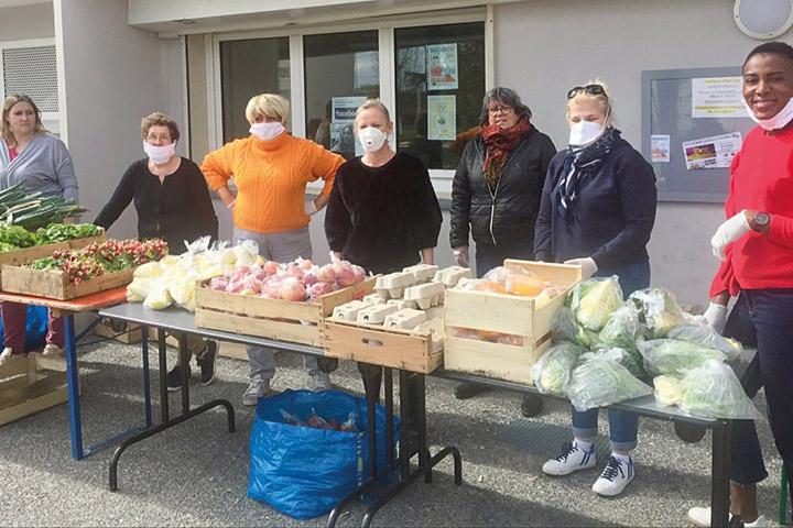 Des paniers de légumes distribués pour aider des locataires en difficulté